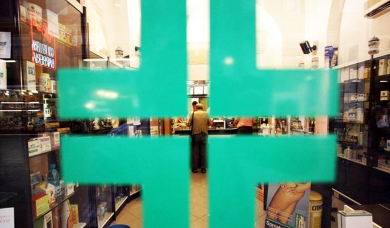 Rapina alla farmacia di via Cavour, arrestato dalla polizia il malvivente